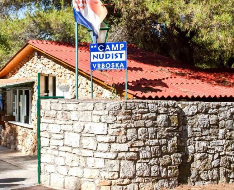 Brama główna kempingu Camp Nudist Vrboska