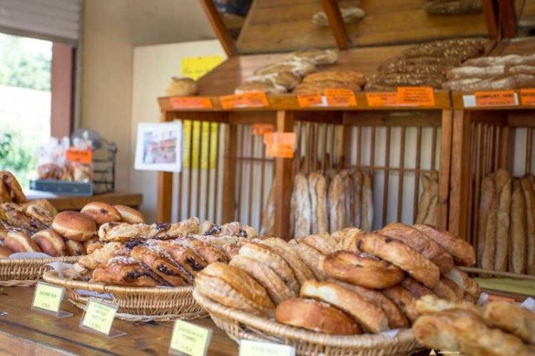 Słodkości na kempingu dla naturystów we Francji