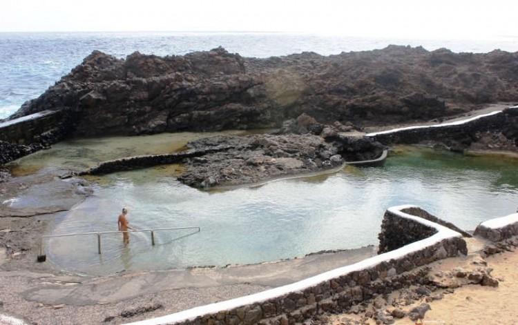 Zbiornik wodny blisko oceanu Charco del Palo