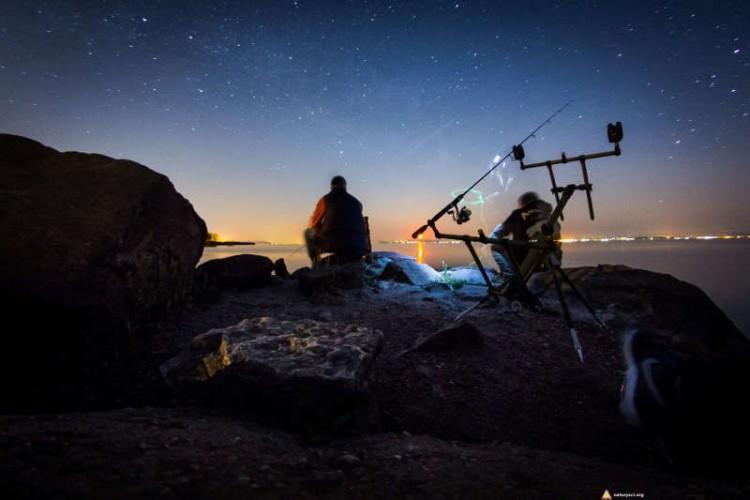 Wędkowanie nocą na kempingu naturystycznym Levendula nad Balatonem