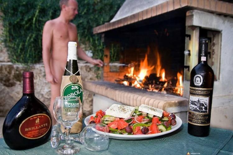 Naturystyczne grillowanie w Grecji