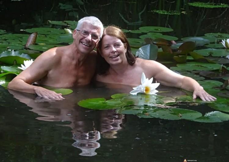 Para naturystów w Springwood Sun Club